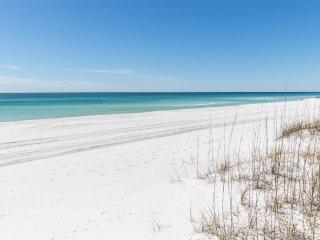 'Gulf Splendor' Stunning Gulf Front Property! Private Heated Pool! Sleeps 22!