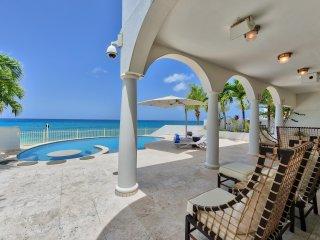 Beachfront Villa, jacuzzi and private beach access Cupecoy Beach