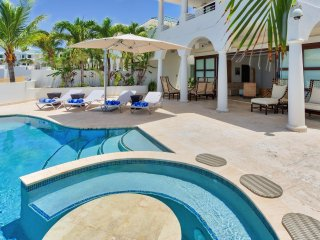 Beachfront Villa, jacuzzi and private beach access Cupecoy Beach