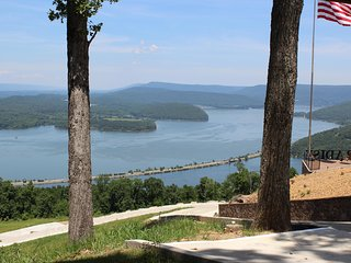 MAGNIFICENT VIEW!  INDOOR POOL COMING, HOT TUB, FIREPLACE! Chatt. TN 20 MILES