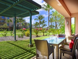 Maui Resort Rentals: Honua Kai Konea 149 – Deluxe 3BR Ground Floor Interior, Hug