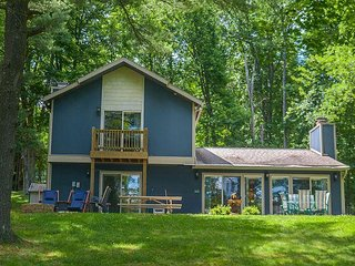 Lovely 2 Bedroom home on premiere lakefront!