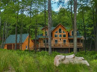 Brand New Log Home Near 2 Golf Courses