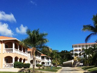 Lovely 2 Bedrooms located in the hub of Roatan's tourism center