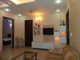 Park Facing HomeStay close to Metro , WIfI, Big size rooms, Kitchen, House maid
