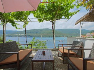 Sea view app in the port of Rabac 27