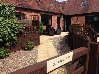 Warwick Self Catering Barn Sleeps 8