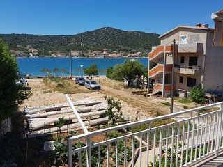 Vinisce I Two bedroom apartment with balcony 6 ps.