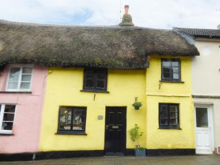 LEMON COTTAGE, open plan living, centre of Hatherleigh, Ref. 962023