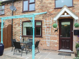 MILL COTTAGE, cosy and charming, terracced, WiFi, in Alford, ref:960900