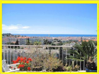 EXCEPTIONAL TOP FLOOR 75 M2- PANORAMIC VIEW TERRASSES- PARKING -CLOSE EVERYTHING