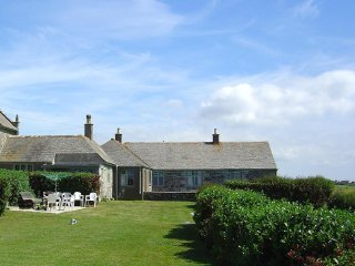 PARC AN CASTLE COTTAGE cottage annex with sea views. 1 mile from beach, pub and