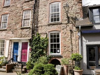 IVY HOUSE, four storeys, WiFi, centre of Ludlow, Ref 953918