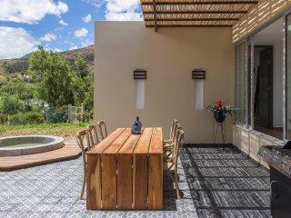 Jacuzzi 3 Habitaciones con Baño Privado - Villa de Lujo