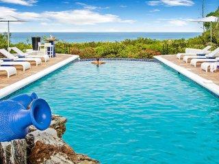 LA PERGOLA...Beautiful tropical retreat w/ 4 master suites Great Couples Villa..