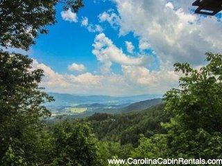 3BR Log Cabin with Beautiful Long Range Views, Soaking Tub, Peaceful, Quiet, 8