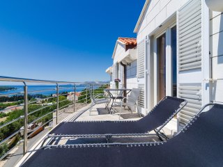 Apartment Feel Phili - Two Bedroom Apartment with Balcony and Sea View