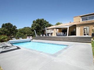 maison de l'olivier piscine et jacuzzi