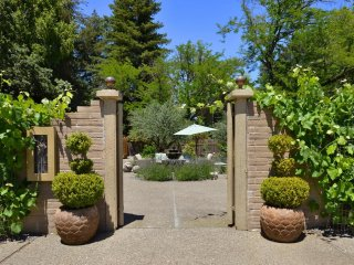 Treetop a 4BR/3BA Sonoma County Wine Country Home