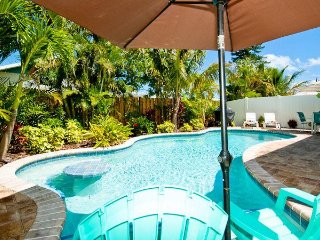 A Turtle Nest - Private Heated Pool, WiFi , Access to Beach
