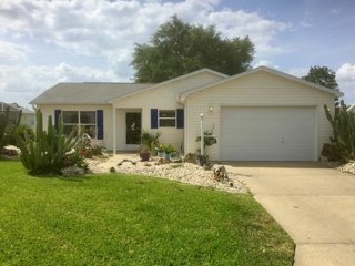 Location, location, location! 3/2 Ranch * Split Plan * Maintenance Free