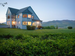 Private Mountain Retreat, 30 Acres, 180 Degree Views! *Family Friendly*