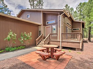 Beautiful Pinetop Condo w/Jacuzzi & Pool Access!