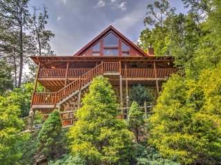 Powdermill Hill - 2BR+Loft Cabin w/Porch & Hot Tub
