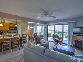 Branson Condo w/Lake Views & Deck - 2 Mi to Marina