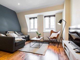 (3) Beautifully designed 3 bed flat - Belsize Park