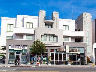200 Luxury 1 Bedroom Near UCLA Restaurants shops Grocery buses on Westwood Blvd.