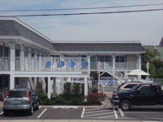 211 Beach Avenue Unit 2 Broadway Beach 121670