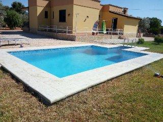 Villa con Piscina Privata a 3 km da Sant'Isidoro e a 8 km da Porto Cesareo