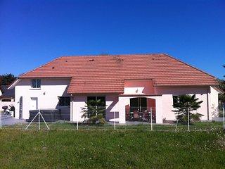Maison avec gîte  au bout à gauche avec rdc + étage tout près du jacuzzi