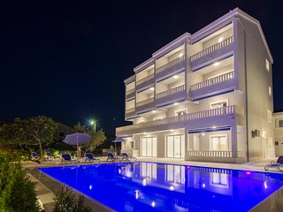 Brand new Villa Tramonto with pool and sea view- luxury four-bedroom apartment-1