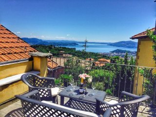 Villa Avarizia with lake view and garden over Verbania