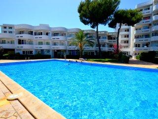 Bonito apartamento con piscina a 500 metros de la playa