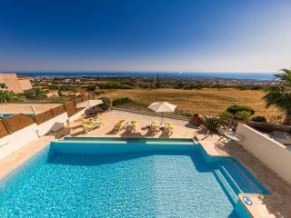 Villa Agia Sofia -Strikingly Modern 4 Bed Villa with Heated Pool & Amazing Views