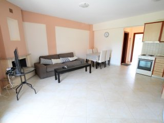 R114 Comfortable apartment with sea view.