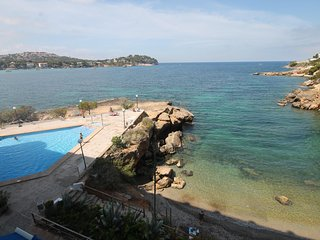 SANTA PONSA FRONT LINE GARDEN APARTMENT WITH SWIMMING POOL AND SEA VIEWS