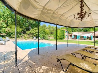 Charming villa in a quiet leafy area: swimming pool, sauna, ideal for families