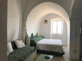 Casetta Girasole sulla cinta muraria del Centro storico di Ostuni con terrazza