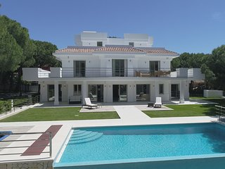 Stunning contemporary villa 5 bedrooms heated pool Las Chapas Marbella