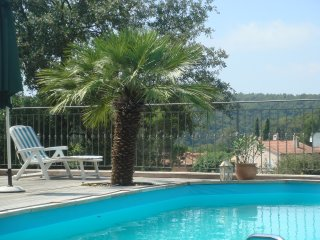 Holiday apartment in quiet surroundings, walking distance to Vence