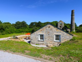 WHEAL GREY beautiful barn conversion, generous garden, country setting, superb b
