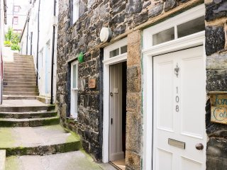 WINKLERS COTTAGE, cosy yet contemporary, coastal, WiFi, in Gardenstown, Ref