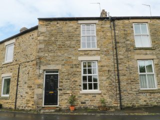 21 SILVER STREET, traditional stone fire place, centre of Wolsingham, decking