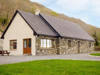 KILBRIDE MAISON, WIFI, surrounding gardens, traditional stone-built, Ref 960320