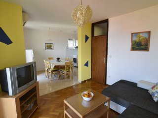 Holiday apartment with a balcony and sea view, just 300 metres from the beach