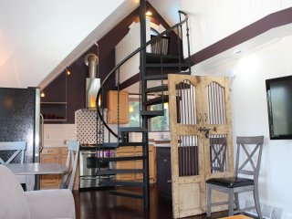 Ask about fall special! The Loft with pool minutes from Saugatuck/South Haven